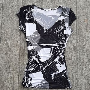 Rouched side v-neck tee-shirt xs